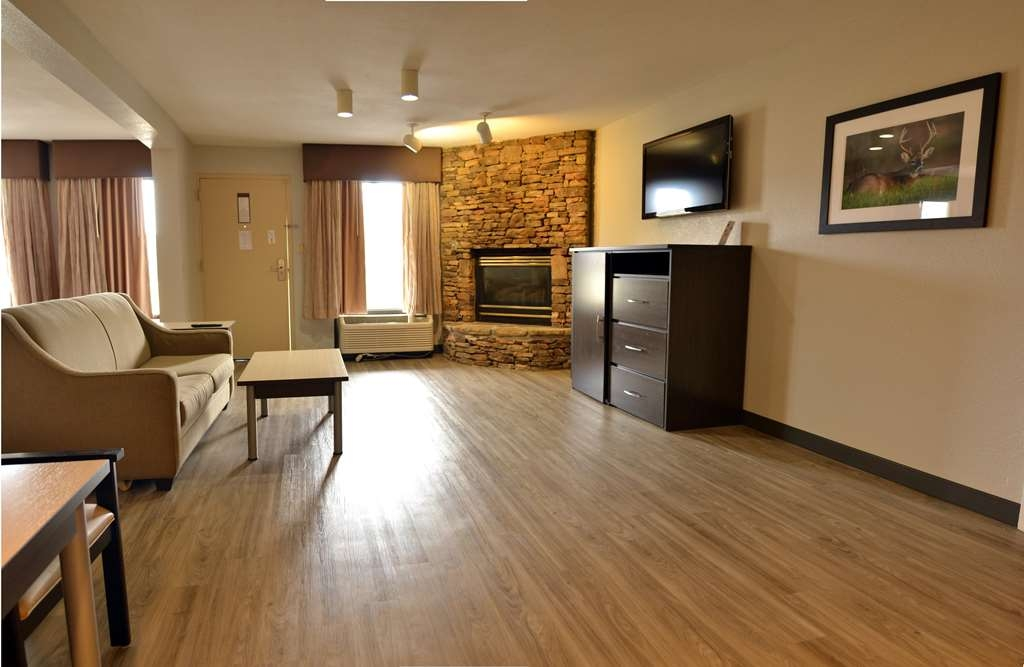 Best Western Cades Cove Inn - Make yourself at home in our King Suite.