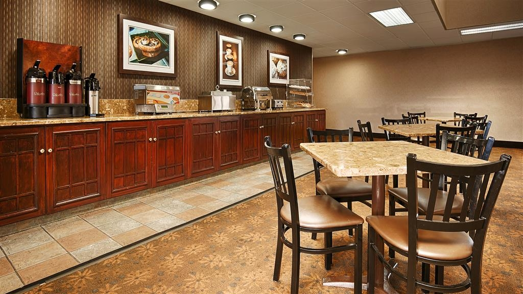 Best Western Plus Arbour Inn & Suites - Desayuno Buffet