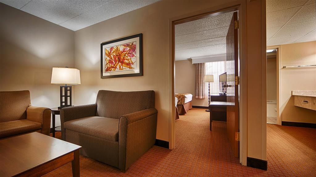 Best Western Plus Arbour Inn & Suites - Suite