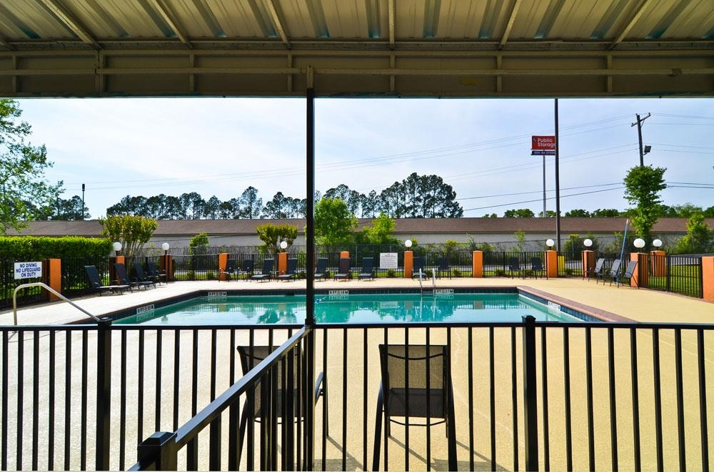 Best Western Plus Arbour Inn & Suites - Piscina