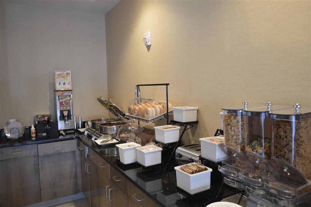 Best Western Plus Atrium Inn & Suites - Frühstücksbereich