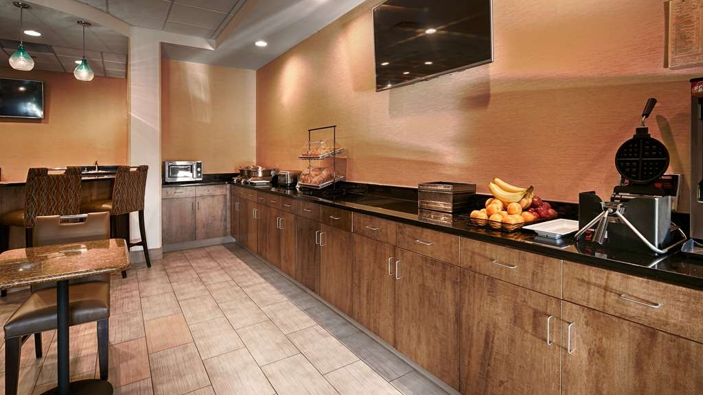 Best Western Plus Atrium Inn & Suites - Desayuno Buffet