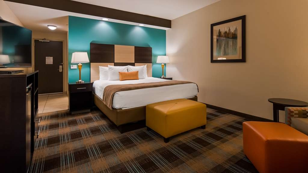 Best Western Plus Atrium Inn & Suites - Our standard king room offeres the comforts of home with a few added amenities that will make your stay extra special.