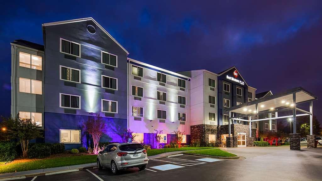 Best Western Plus Nashville Airport Hotel - Vista exterior
