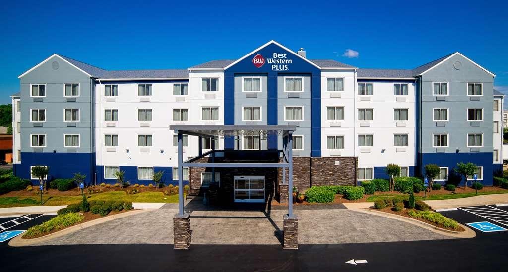 Best Western Plus Nashville Airport Hotel - vorne zur strasse