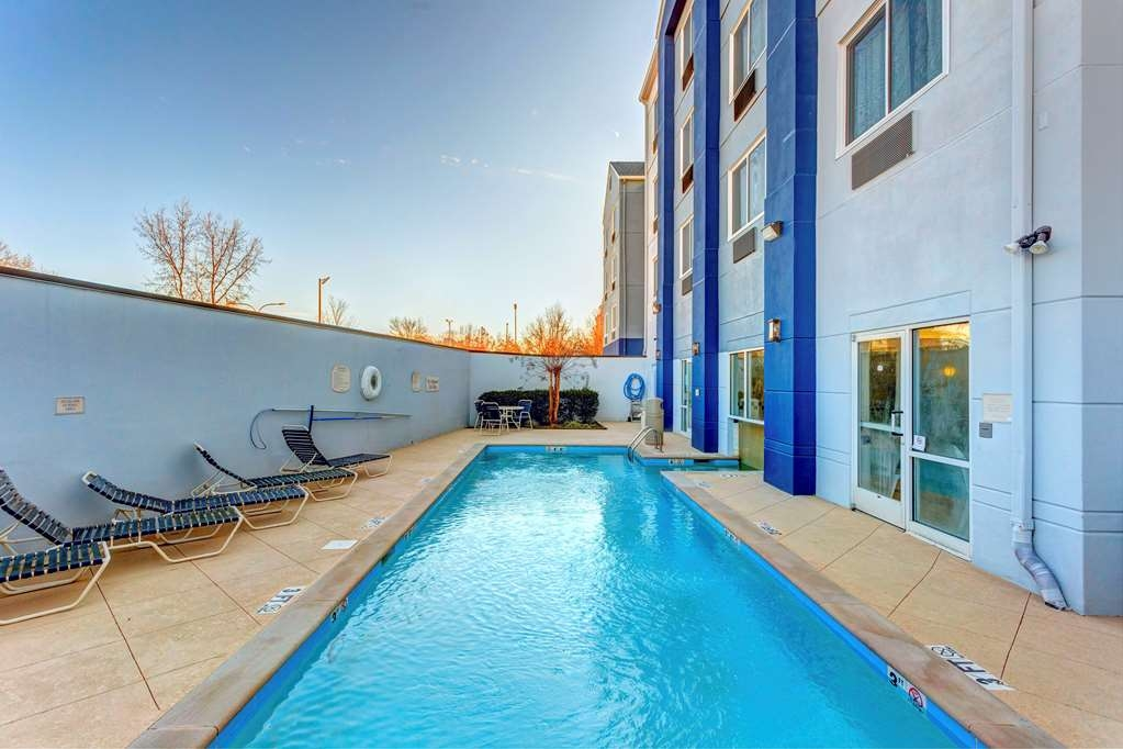 Best Western Plus Nashville Airport Hotel - Piscina