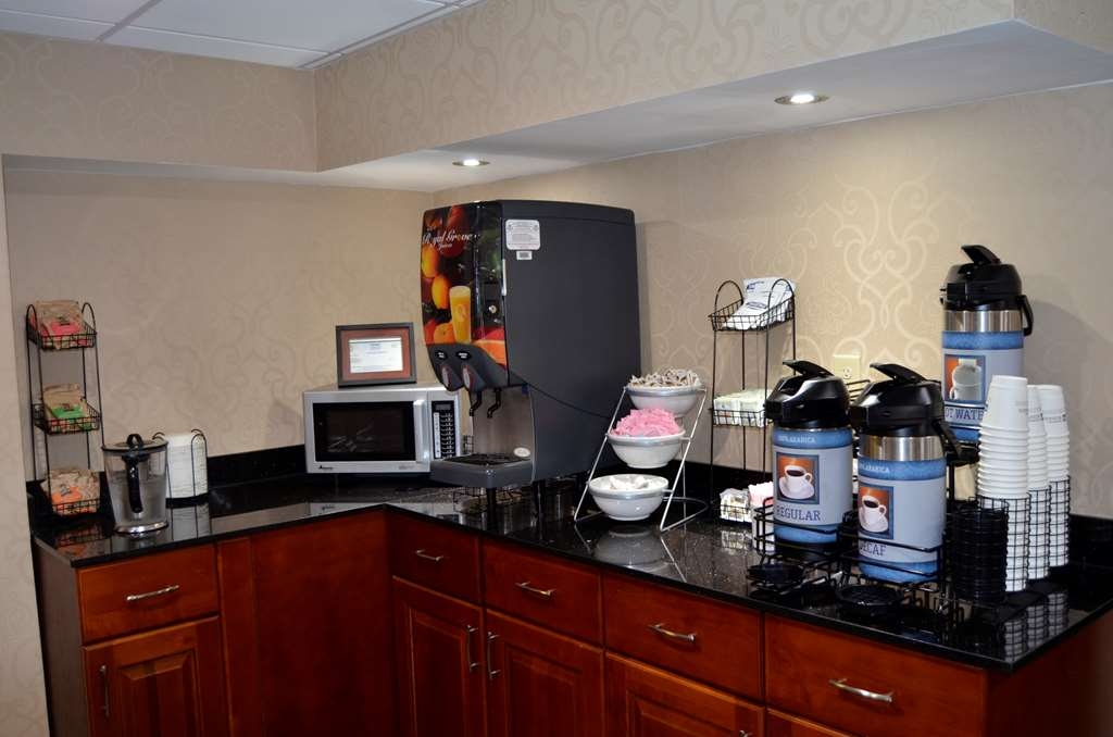 Best Western Kimball Inn - Coffee and juice station