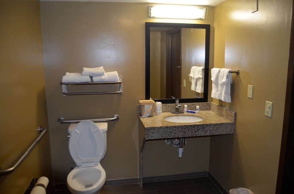 Best Western Kimball Inn - King Room Bathroom