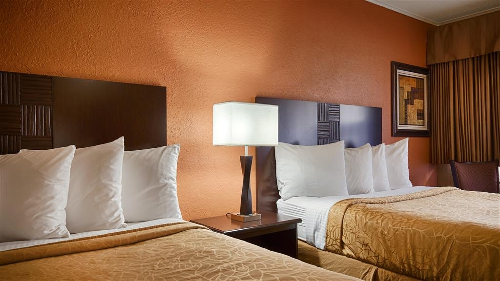Best Western Red Carpet Inn - Enjoy a restfull nights sleep in our comfortable two queen guest room with triple sheeting.