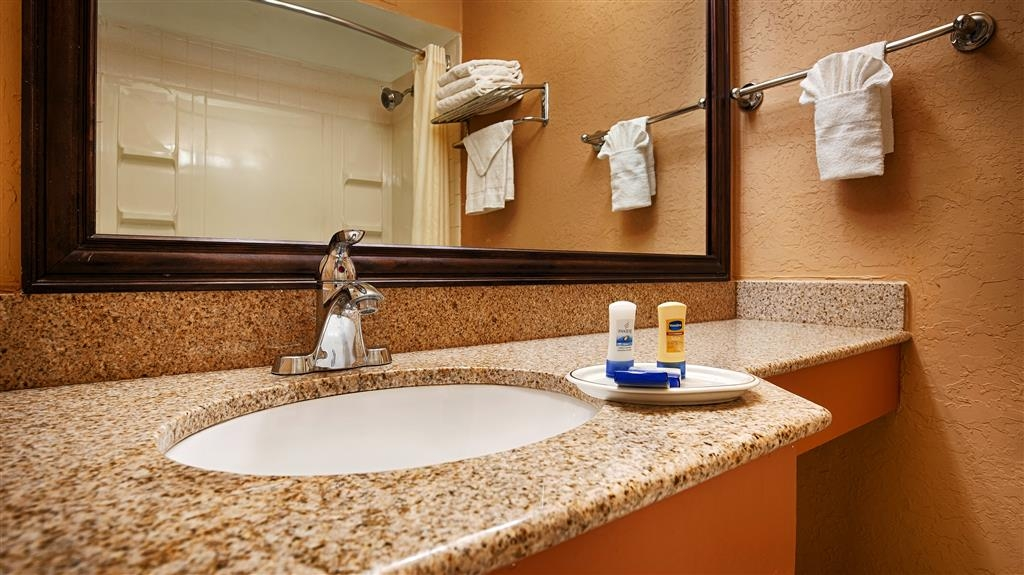 Best Western Red Carpet Inn - Cuarto de baño de clientes