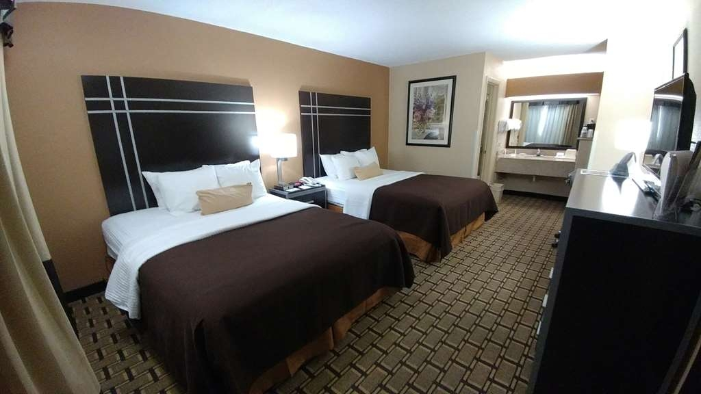 Best Western Nursanickel Hotel - Enjoy a comfortable night in our large two queen guest room with 32-inch flat screen TV.