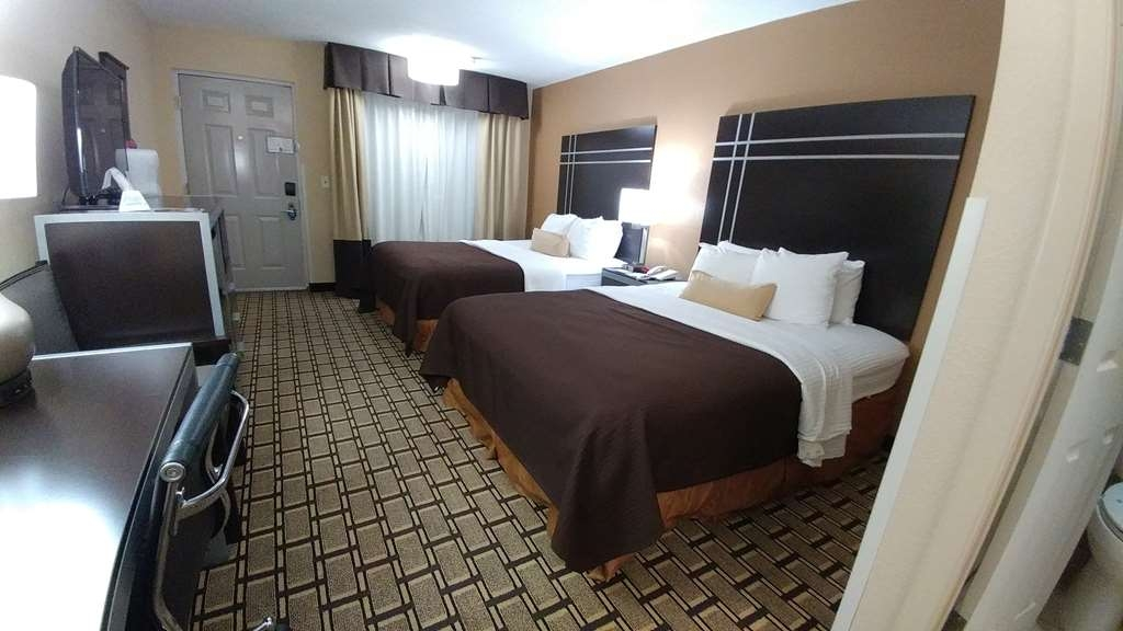 Best Western Nursanickel Hotel - Two queen room with triple sheeting includes 32-inch flat screen TV with HBO®, Showtime® and ESPN®.
