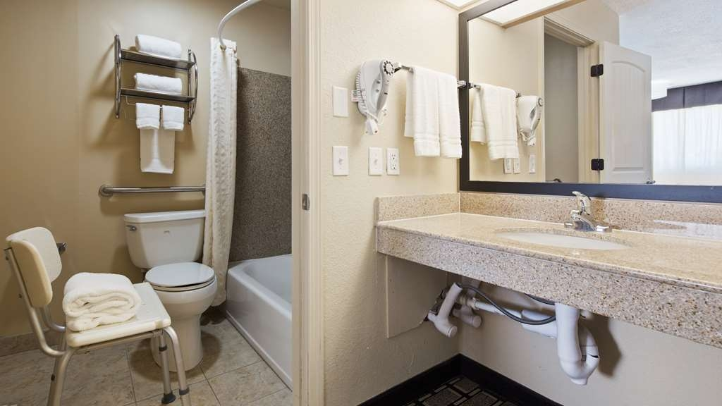Best Western Nursanickel Hotel - Accessible Guest Bathroom