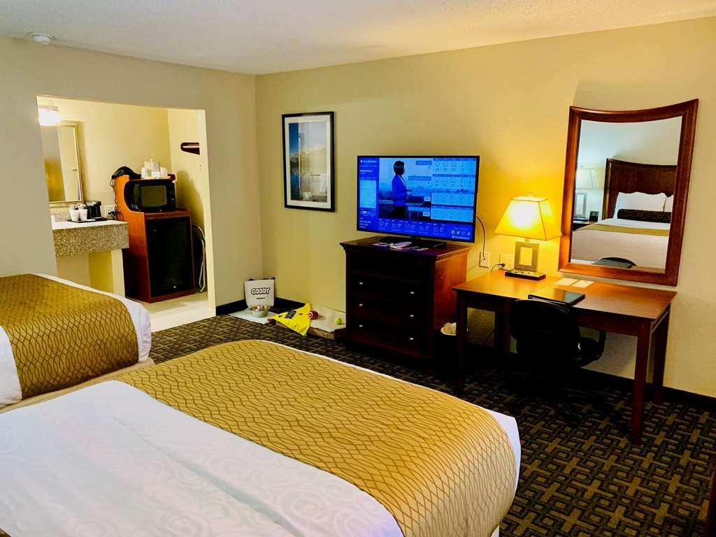 """Best Western Swiss Clock Inn - Pet rooms come with either 2 Full XL beds, or a King bed. These newly remodeled rooms come with goodies for your best friend to enjoy, and all the comforts of Home, including Micro/Fridge, 46"""" TV, 96 Channels of HD TV, Desk, and Coffee Makers."""