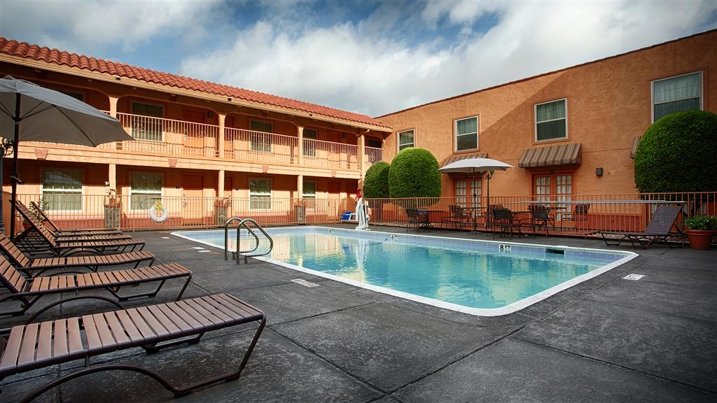 Best Western Market Center - Piscina