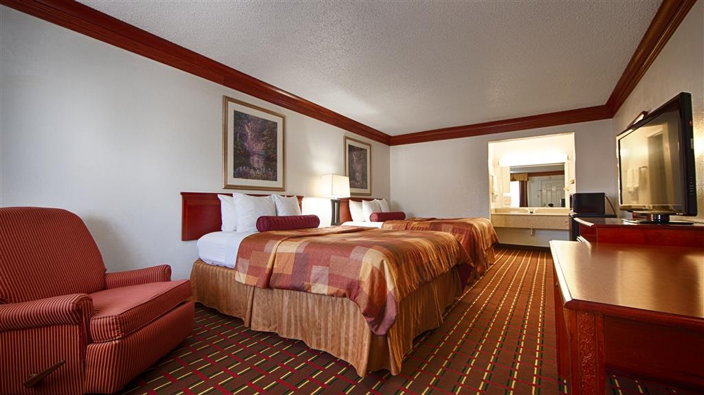 Best Western Decatur Inn - There's plenty of room for the whole family in our luxurious two Queen room.