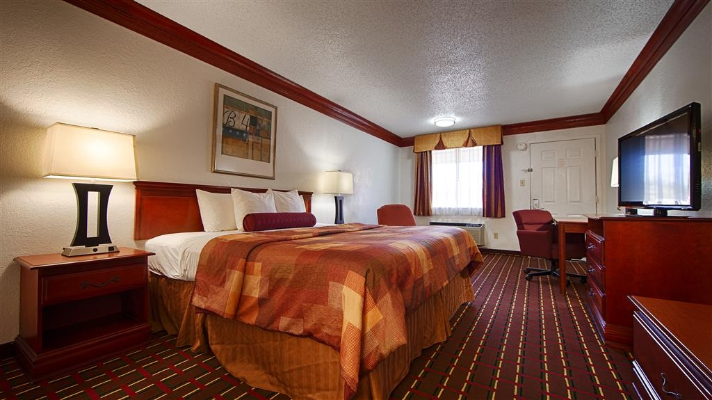 Best Western Decatur Inn - Our King guest room offers plenty of space and style for even our most discerning guests.