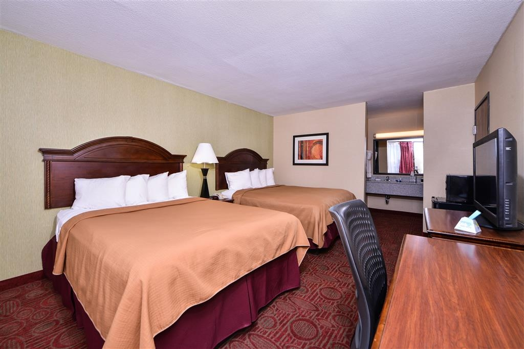 Best Western Northgate Inn - Touring the city with a close friend? Book our convenient two queen guest room.