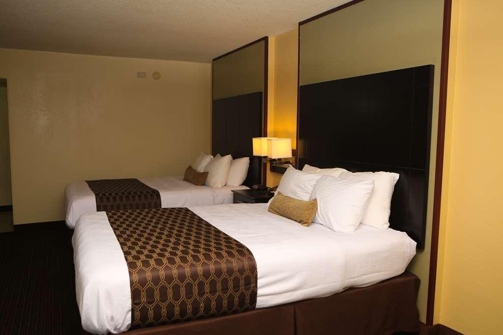 Best Western Inn of Del Rio - ¿Se encuentra de visita en la ciudad junto con un amigo? Reserve nuestra cómoda habitación con dos camas de matrimonio grandes.