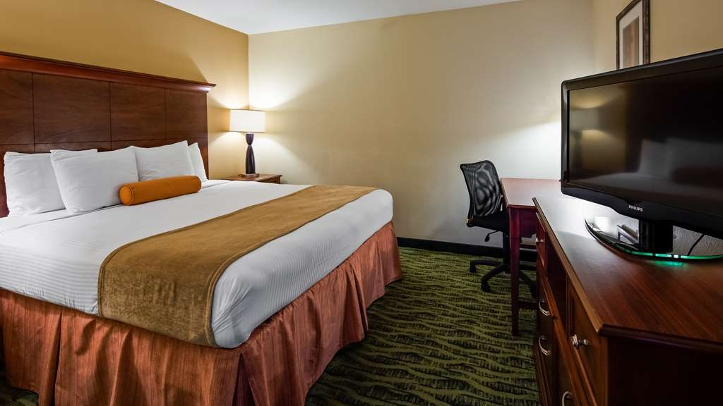 Best Western Rose Garden Inn & Suites - Suite