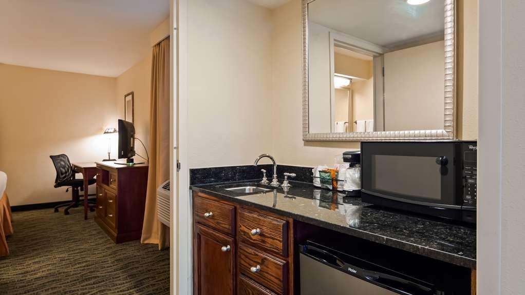Best Western Rose Garden Inn & Suites - habitación de huéspedes-amenidad