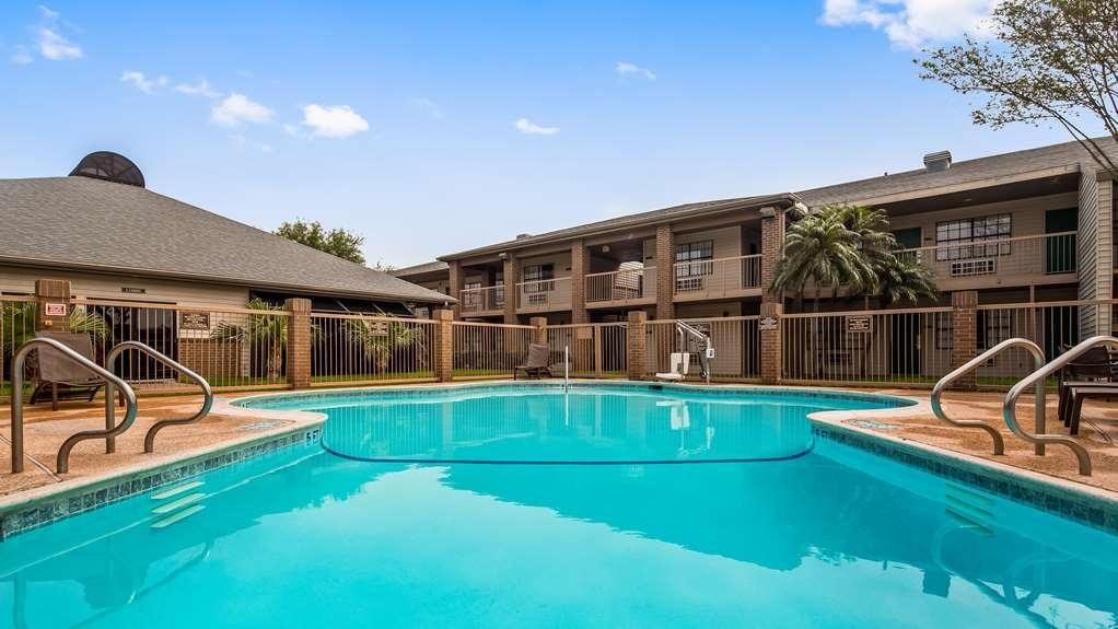 Best Western Rose Garden Inn & Suites - Vista de la piscina