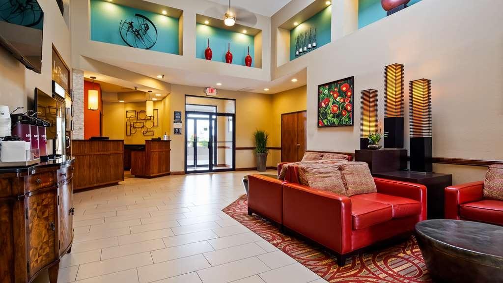 Best Western Rose Garden Inn & Suites - Vista del vestíbulo