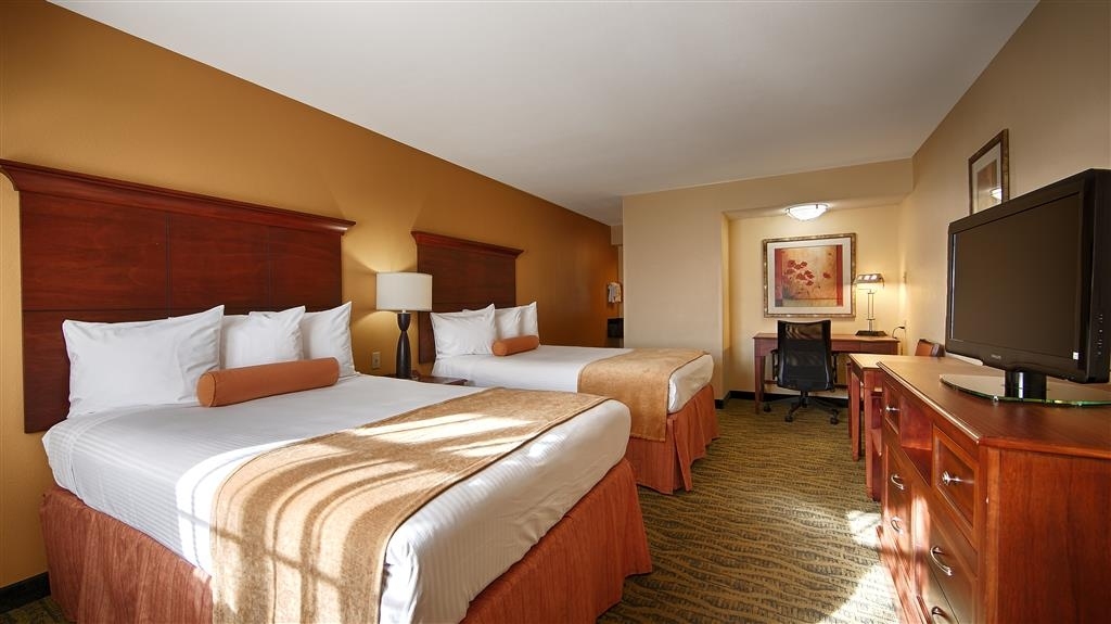 Best Western Rose Garden Inn & Suites - Double Full Size Beds for the Family