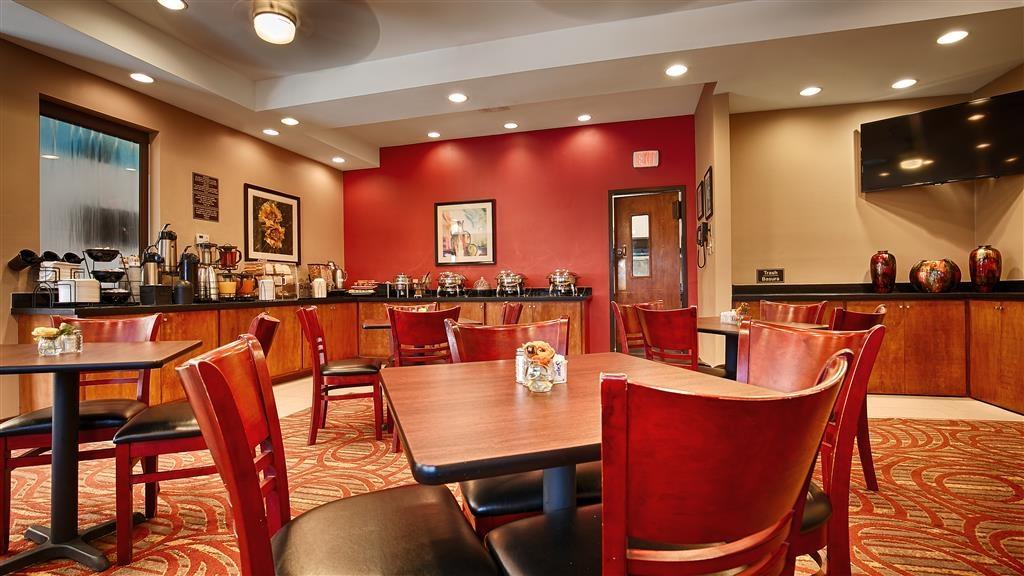Best Western Rose Garden Inn & Suites - Zona de desayunos