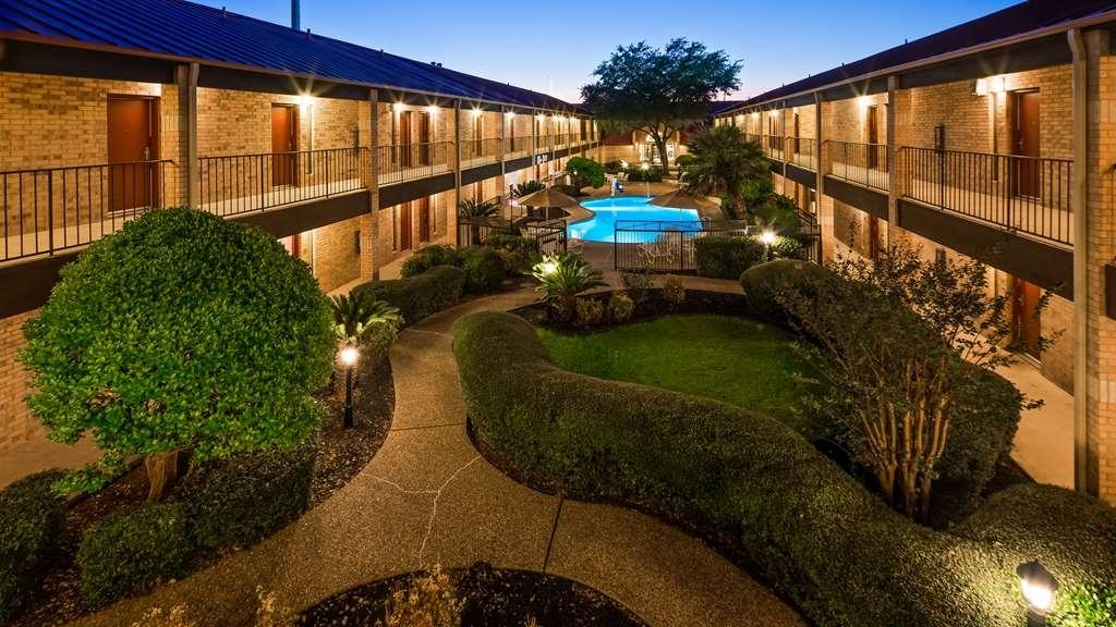 Best Western Plus Fiesta Inn - Vue de la piscine