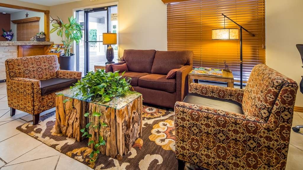 Best Western Llano - The moment you step into our hotel lobby, you'll feel like part of our family, stay with people who care.