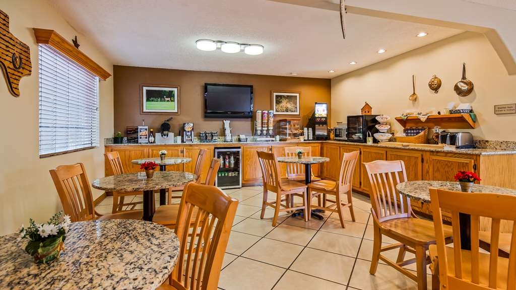 Best Western Llano - Deluxe continental breakfast served from 6am to 10am.