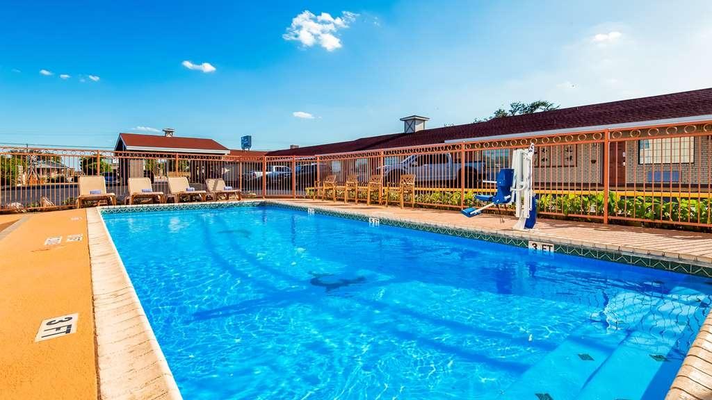 Best Western Llano - Vista de la piscina
