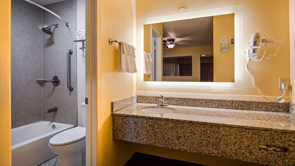 Best Western Llano - Family Suite Bathroom and Vanity Area