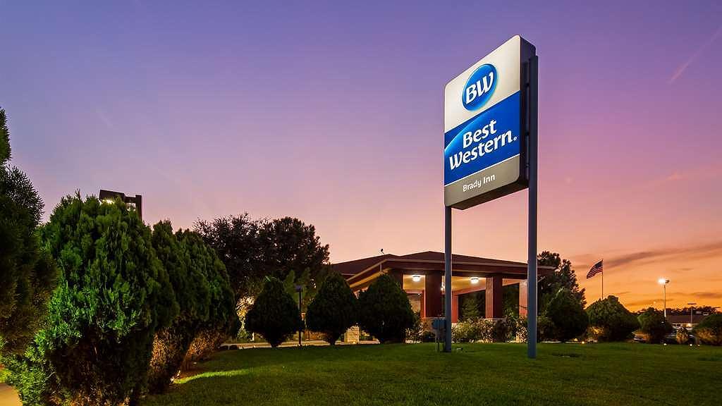 Best Western Brady Inn - Exterior Twilight