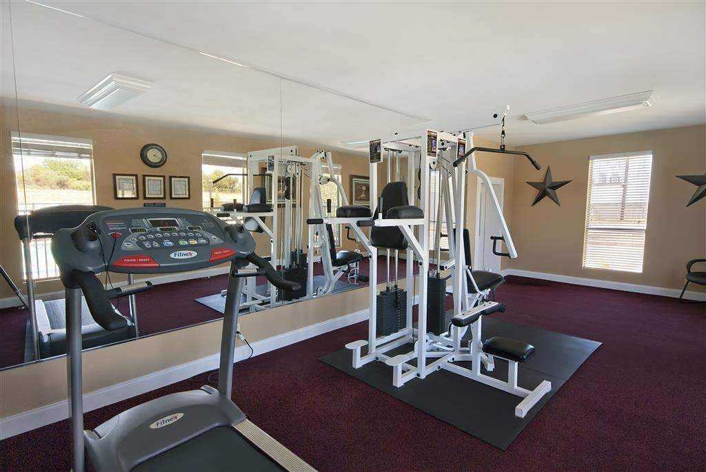 Best Western Brady Inn - Enjoy a vigorous workout in our state-of-the-art fitness center.