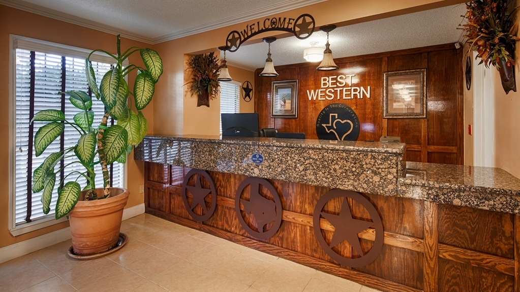 Best Western Brady Inn - Hall