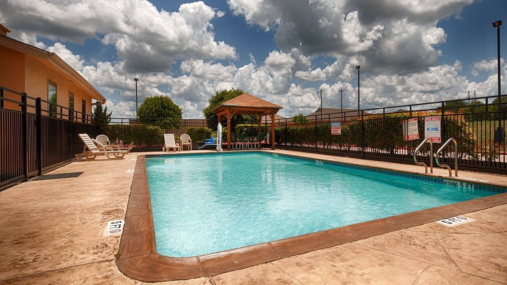 Best Western Brady Inn - Piscina