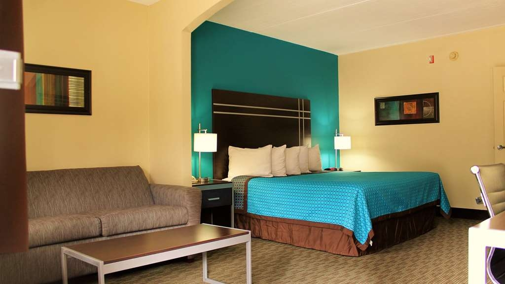 Best Western Inn of Nacogdoches - Sink into our comfortable beds each night and wake up feeling completely refreshed.