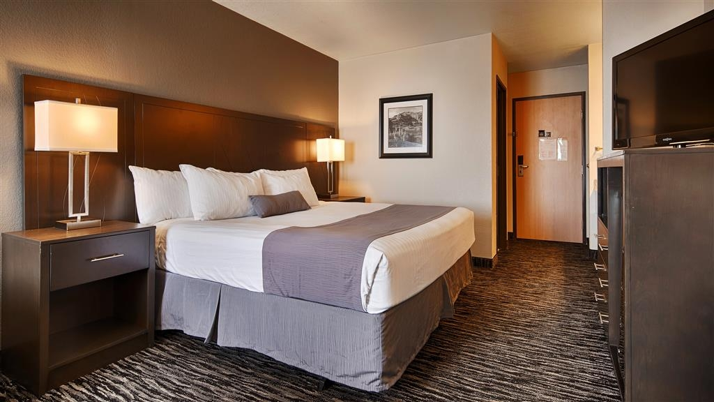 Best Western Santa Fe - Our king room is spacious and offers you a comfortable place to unwind.