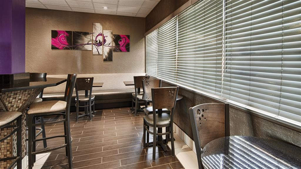 Best Western Santa Fe - Choose from a wide selection of seating to enjoy your morning meal.