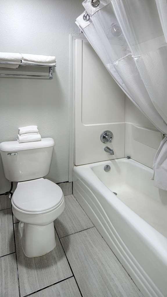 Best Western Santa Fe - Guest Bathroom