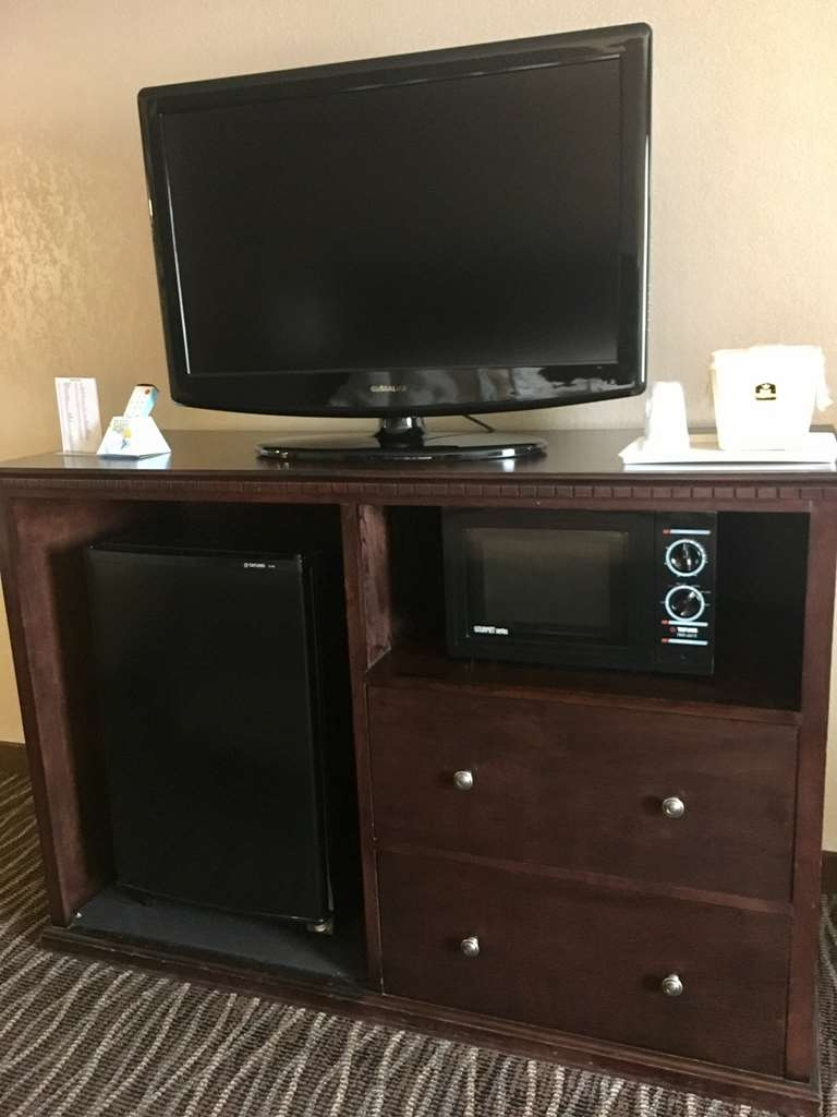 Best Western San Marcos - Our spacious king guest room includes a 32-inch flat screen LCD TV, microwave and refrigerator.