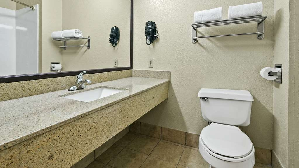 Best Western San Marcos - Guest Bathroom