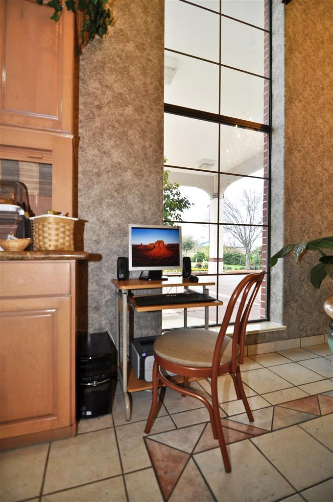 Best Western Pearland Inn - Our business center is available for all guests 24 hours a day.