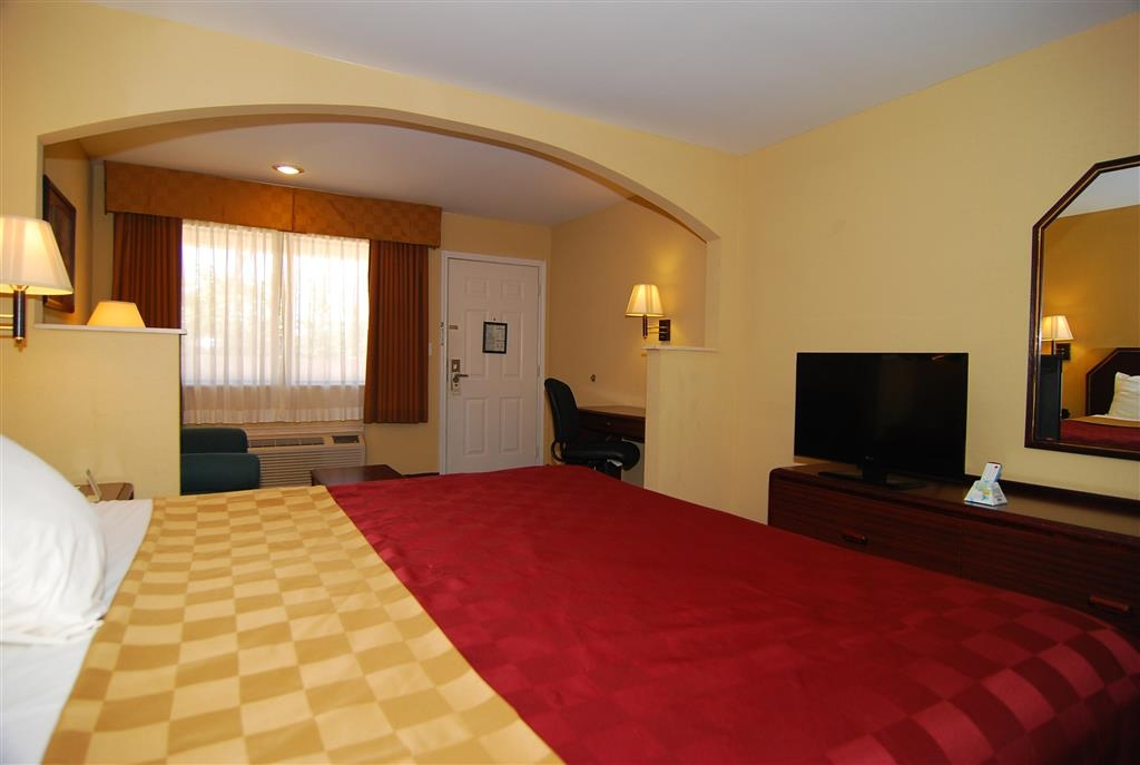 Best Western Inn of Kilgore - Take a load off in our king bed guest room.