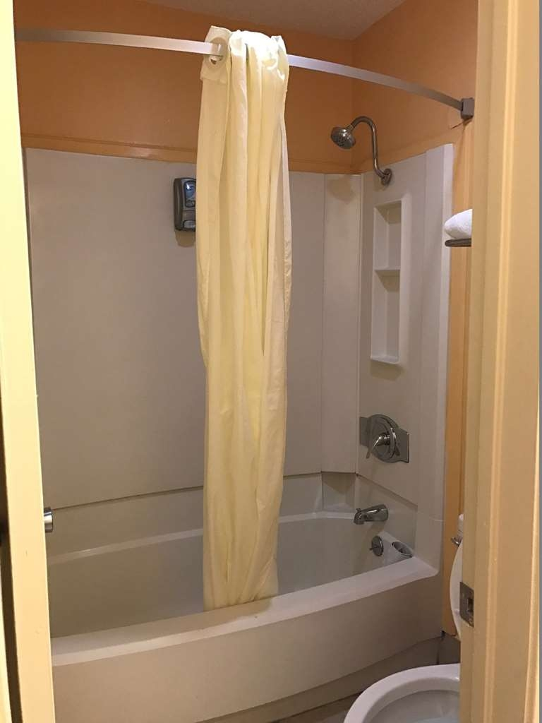 Best Western Northpark Inn - Enjoy getting ready for a day of adventure in this fully equipped guest bathroom.