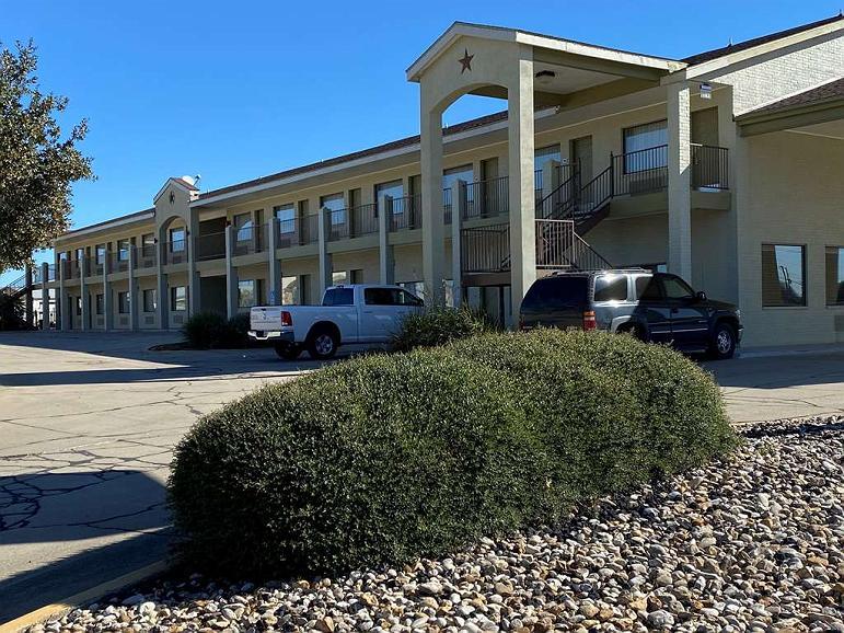 SureStay Hotel by Best Western Floresville - Vista exterior
