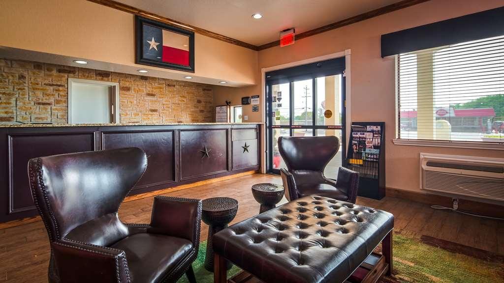 Best Western Floresville Inn - Vista del vestíbulo