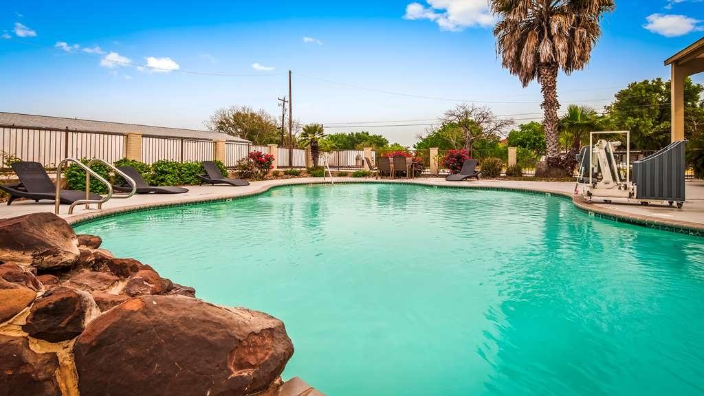 Best Western Floresville Inn - Vista de la piscina
